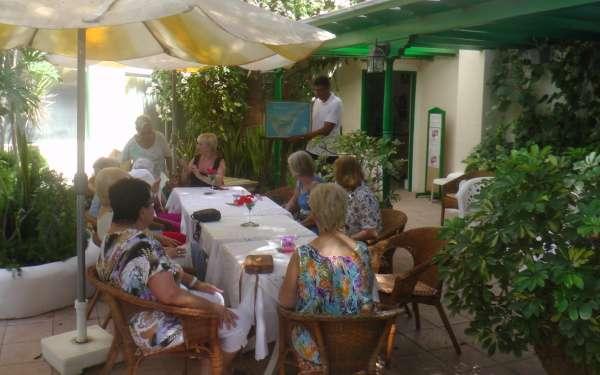 Cafeteria en el Jardin